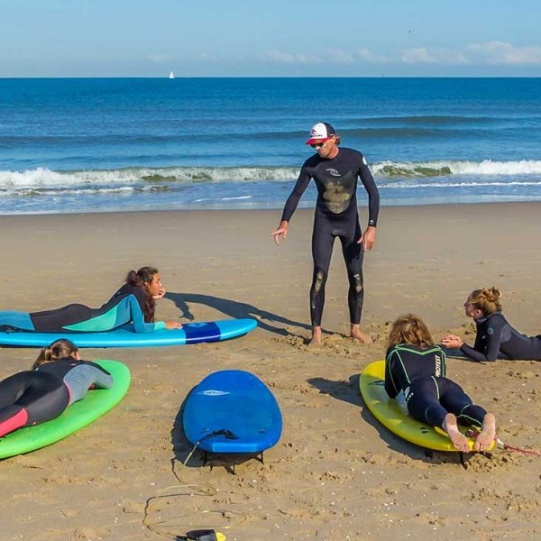 Surfing lesson for three or more people